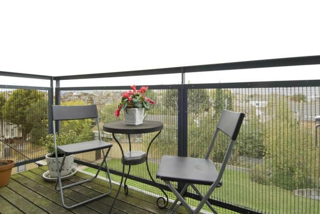 40 chiswick green studios-balcony.JPG
