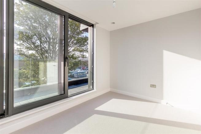 2 bedroom flat for sale in Larden Hall, Essex Park Mews