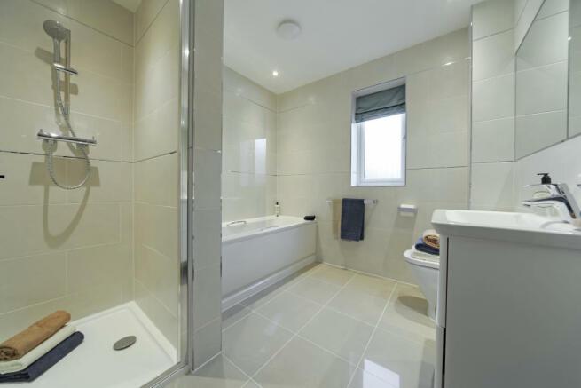 Earlswood_bathroom_1