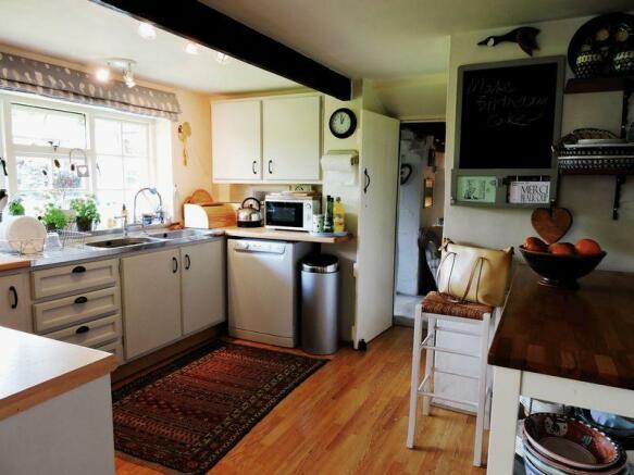 Kitchen to bre...