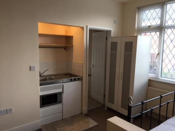 Rooms/Studios to Let