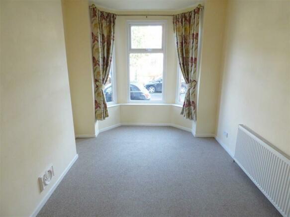 Bedroom/Dining Room: