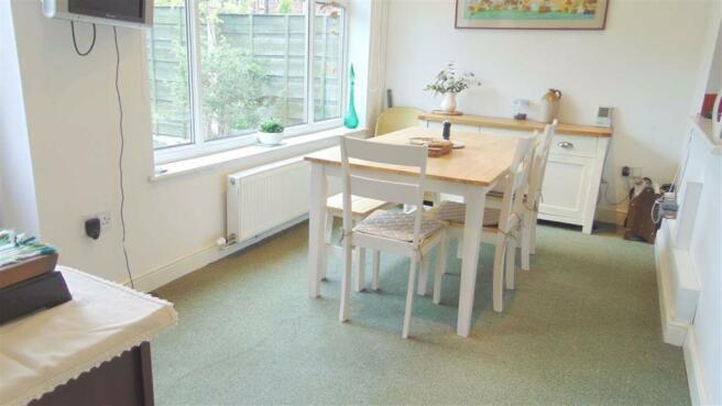 Dining/Breakfast Room:
