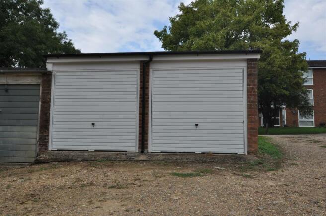 26 Lakeside Garage for rent.JPG