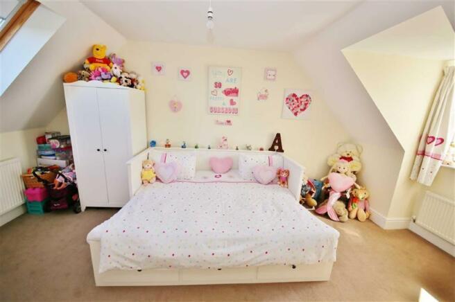 BEDROOM 3 (FRONT/ REAR)
