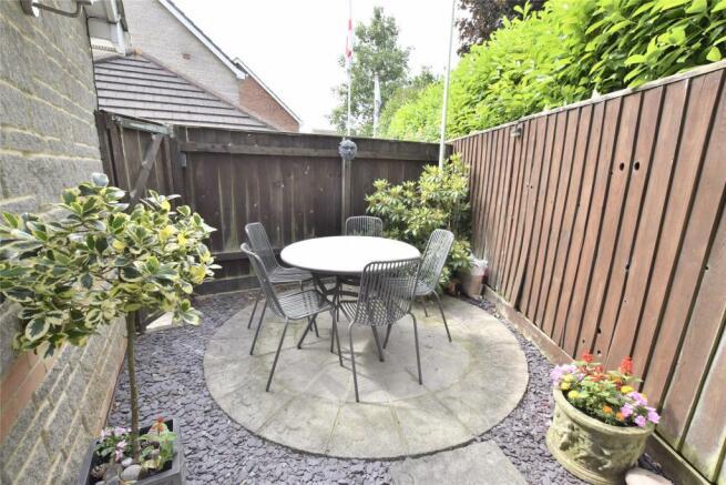 Side patio garden