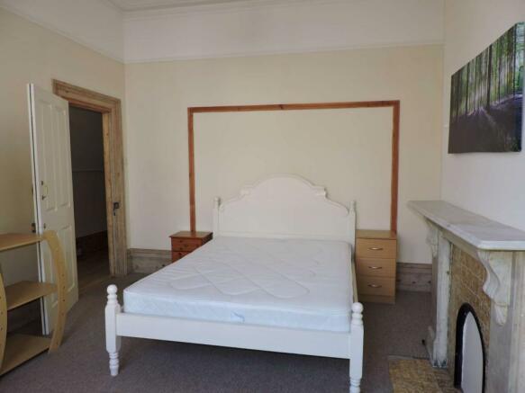 Bedroom 1 - image 2