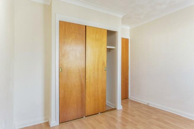 bedroom - image 2