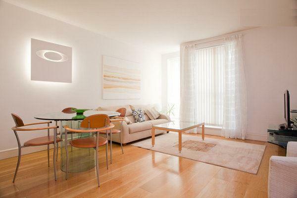 ab_85E_livingroomfromhall_r.jpg