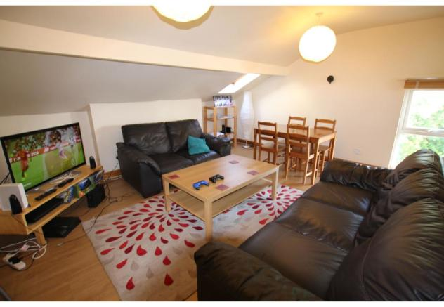 flat 8 lounge.jpg