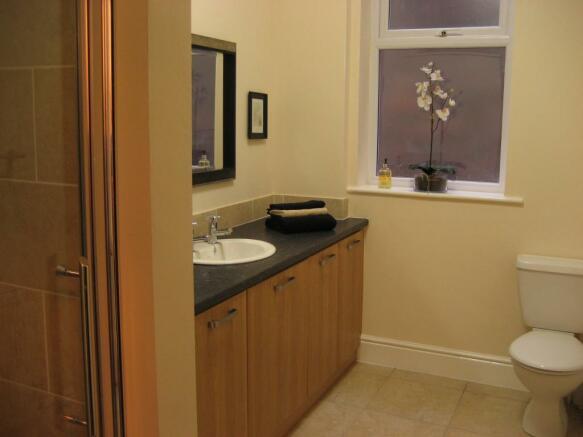 Bathroom- LARGE-.JPG