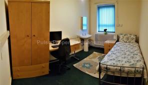 Photo of Large Room All Bills Included - Bus,Tram, Cycle Access to Manchester City Centre, Media City, Hulme & Old Trafford