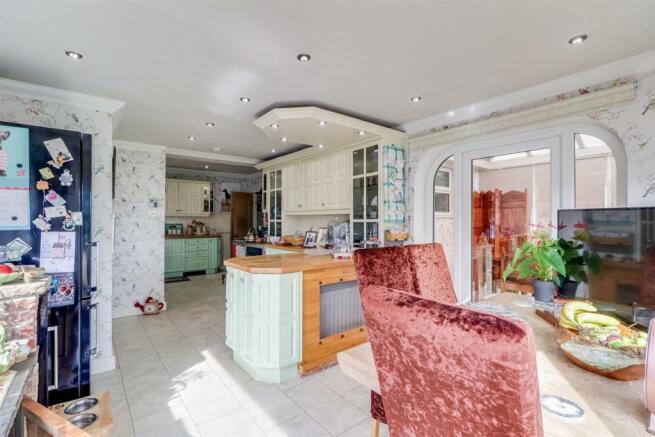 107 Ackworth Road, Kitchen Diner (41).jpg