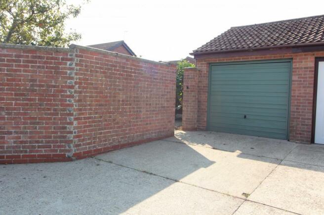garage &drive