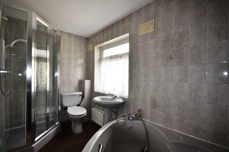 londonrdBathroom.jpg