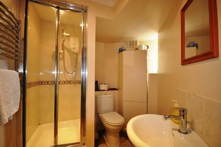 londonrdShower Room.jpg