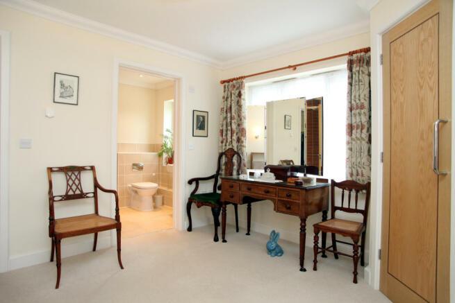 Bed1 to en-suite