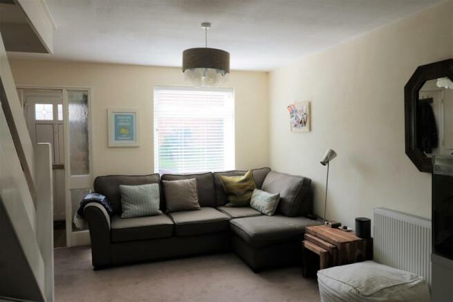 Living room 3 .JPG