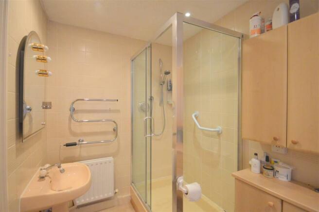 Ensuite Bath/Shower Room