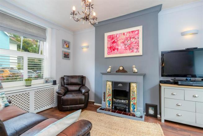 Valley House 46 Victoria Road - Sitting Room.jpg