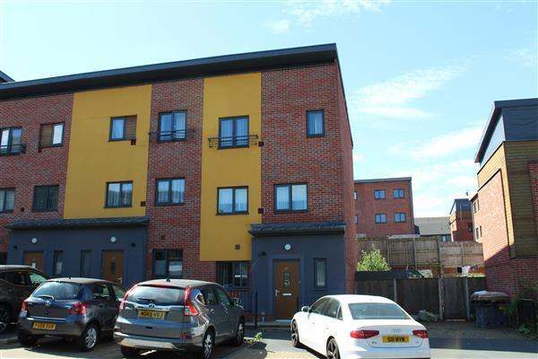 5 Bedroom Town House For Sale In Olivers Court Chadderton Oldham OL9