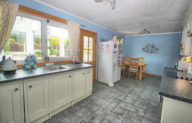 18 Holroyd Road, Kirkcudbright - Williamson and He