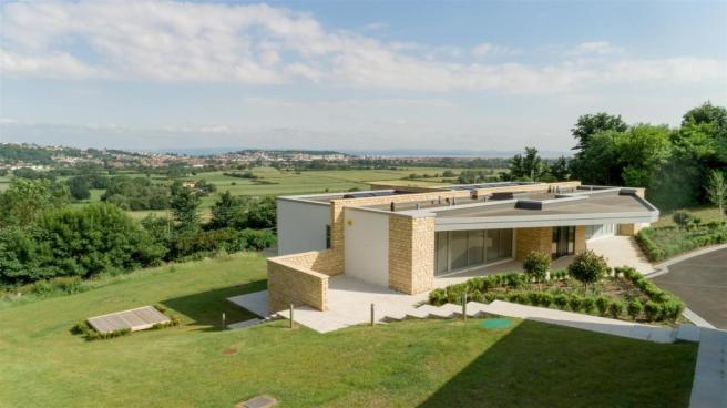 12-06-2018-Roseleigh-ForPrint-External with view -