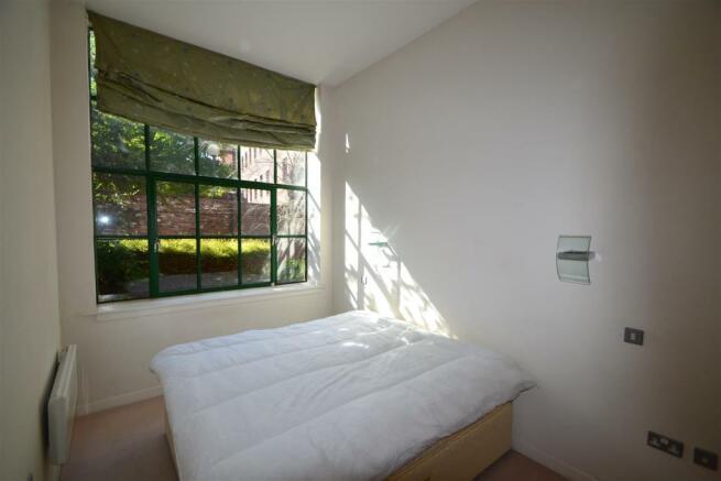 11 The Atrium, bed1.JPG