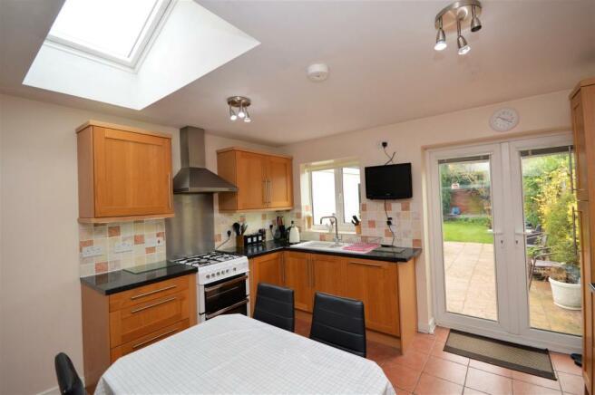 Kitchen Further view