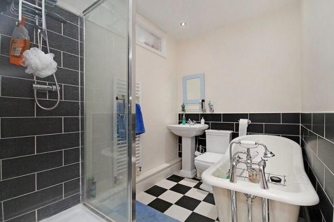 En-suite Bath 3
