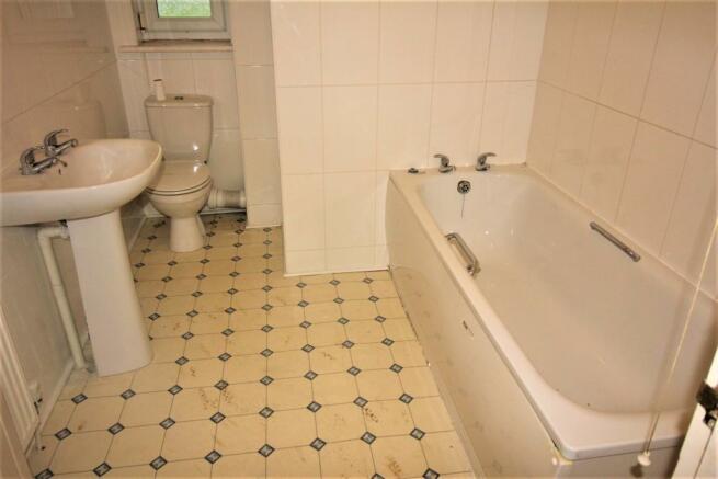 BECKETS BATHROOM 1.jpg