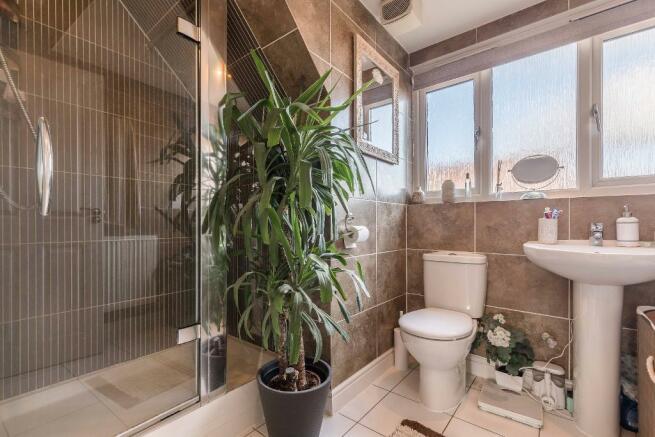 Ensuite Shower room 1
