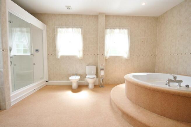 EN SUITE BATHROOM/WC