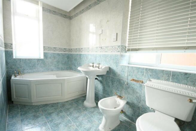 PRINCIPAL BATHROOM/WC