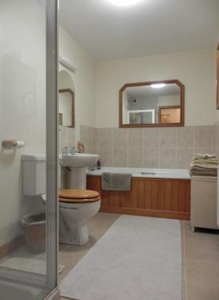 Annex bath (Property Image)