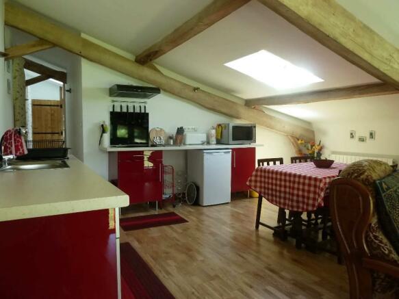 Apt. lounge/kitchen