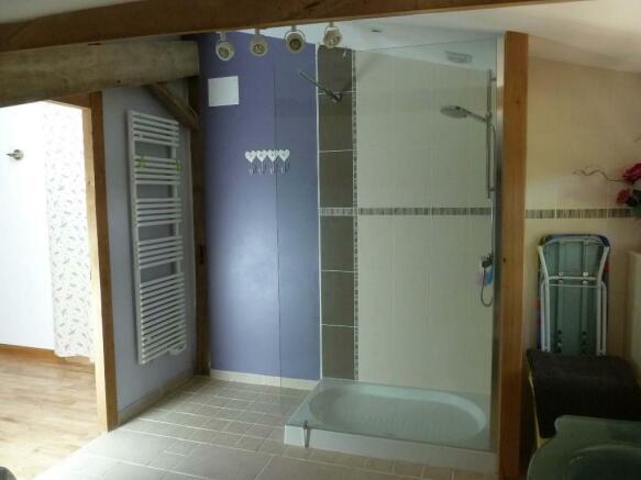 Apt. Shower room