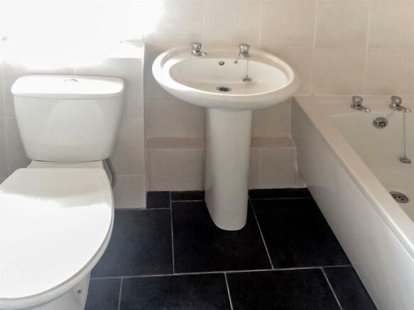 Bathroom_3_copy_dp_1