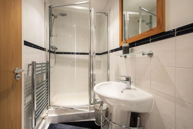 mezzanine shower/...