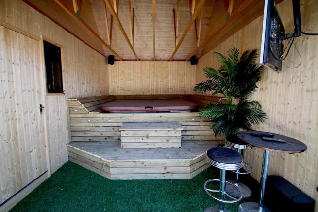 Garage/Hot Tub