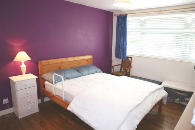Foxwarren25.Bedroom1.jpg