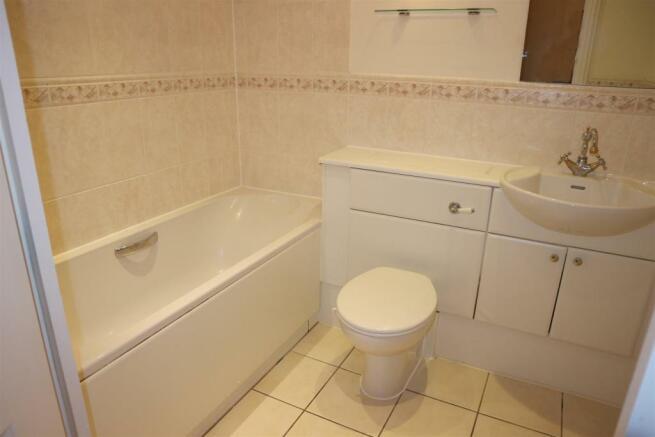 ArbrookHall17.Bathroom.jpg