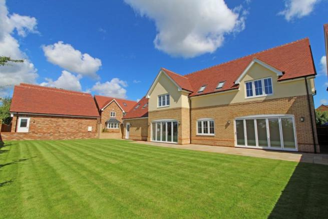 5 Bedroom Detached House For Sale In Grays Close Clifton