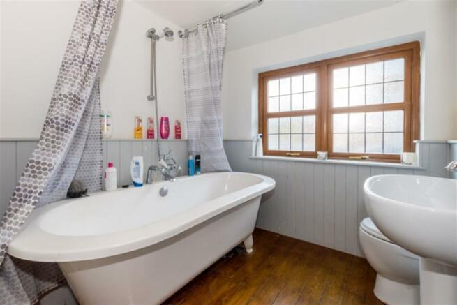 DOWNSTAIRS BATHROOM/ WC