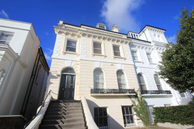 2 bed flat to rent in Priory Road, West Hampstead