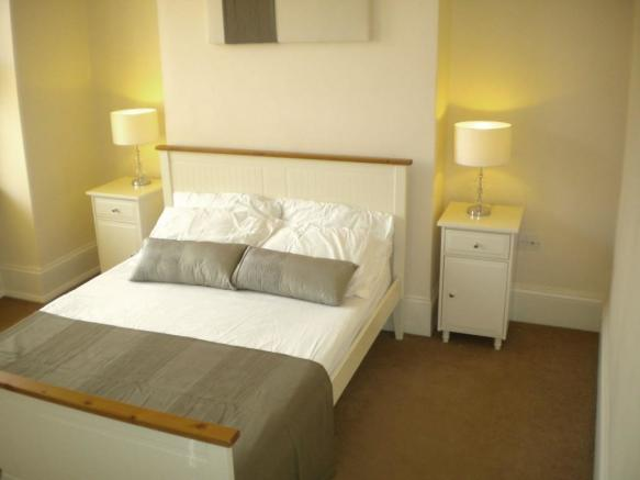 3 bedroom flat to rent in Tennyson Street, London, SW8, SW8