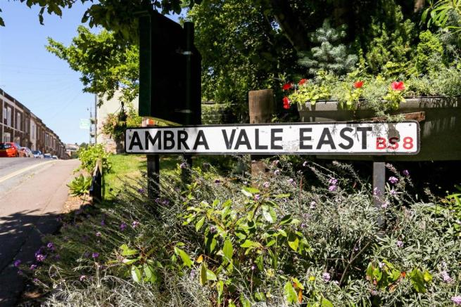 27 Ambra Vale East fpz214187 (8).jpg
