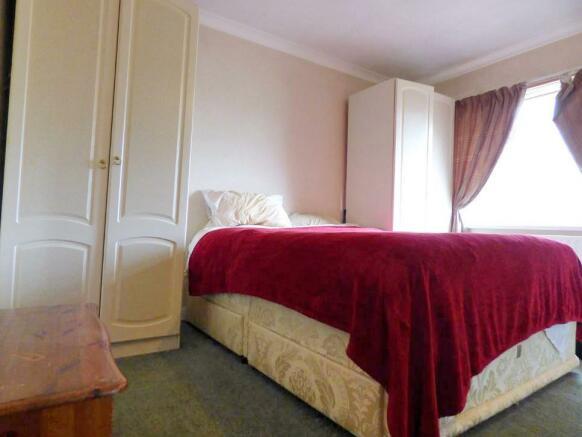 red bedroom_RAV0048188_5.jpg