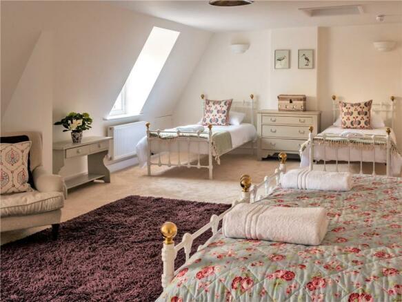 Bed/Dorm Room