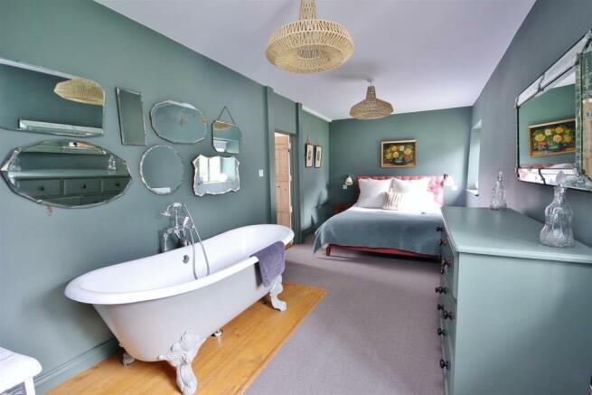 13 Master Bedroom.JP